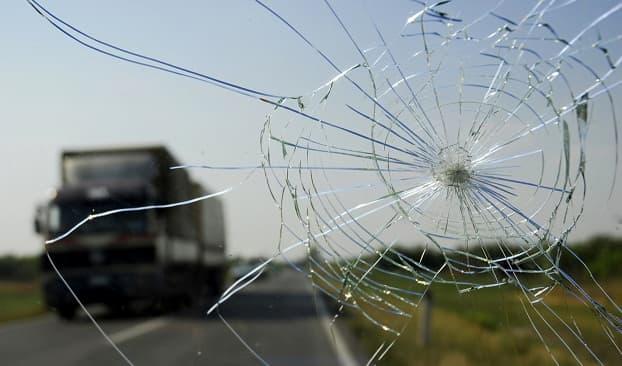 evakuator povredil steklo mashiny